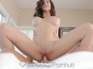 Skinny Amateur Porn PureMature - MILF Heather Vahn treats her fuck buddy to some big tits