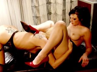 Blonde MILF Darryl Hanah hungry for lesbian sex main image