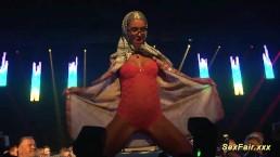 public mastrubation on sexshow