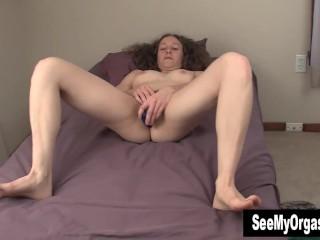 Sexy Nina Masturbating Her Hairy Cunt