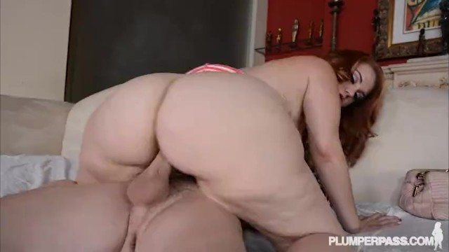 Milfs car breaks down - Pawg gets fucked after her car breaks down