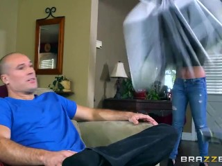 Brooke wylde shows off her big tits - brazzers