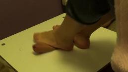 Cumshot under feet