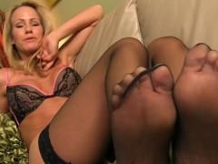 Jerking off to Simone Sonay's sexy feet