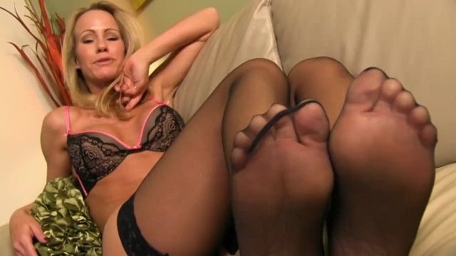 Jerking off to Simone Sonay's sexy feet