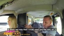 FemaleFakeTaxi Водитель принимает на лицо за деньги