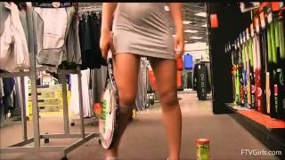 聊青少年自慰与网球拍在商店