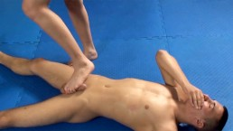 Merciful Female Wrestler Mira offers her male opponent a sweet hand release