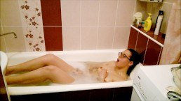 Caught GF in the bathtub while masturbating - got a Blowjob for moral damag