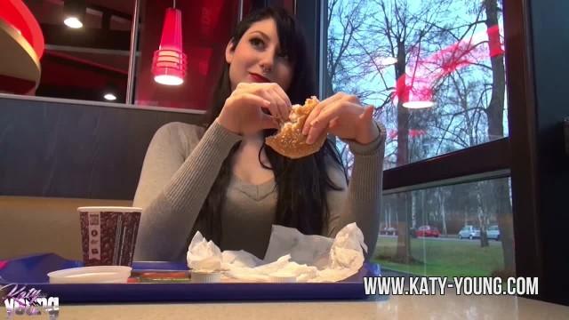 Carls jr burger orange bikini - Katy young - hot teengirl blows, gets fucked and eats cum at burger king