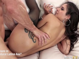 Stephanie saint loves to massage herself with a vibrator