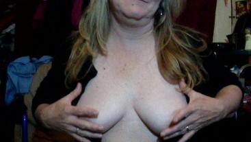 My hot step mom sucking my best friends cock
