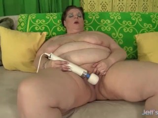 Mature BBW Kitty Nation masturbates