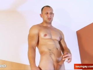 Big round brown ass trannies