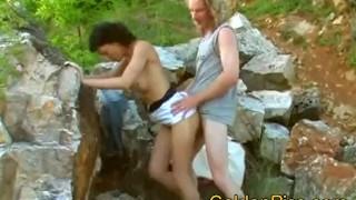 Natursekt outdoor pissing with amateur couple Flashing fingering