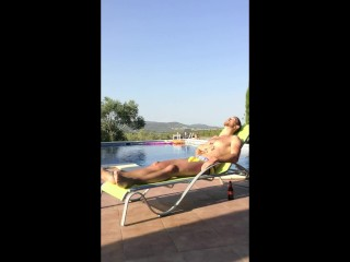 Outdoor Muscle Twink Wank by the Pool