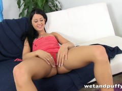 Cute gal Lolly drills her both sexy holes