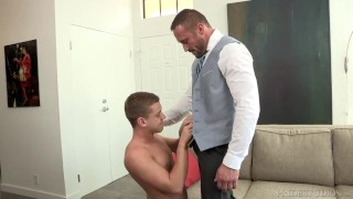 Videos porno gratis - Dylan Lucas Dylanlucas Se Vistió Para Arriba Papi Toma El Control Sobre Twink