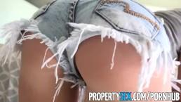 PropertSex - Napalona blondynka zdradza swojego chłopaka z prawdziwym agentem nieruchomości
