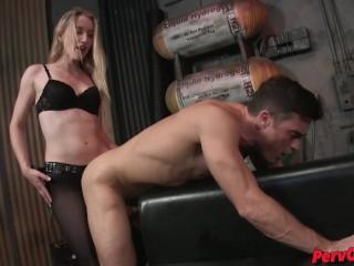 Scena di pegging con Riley Reyes e Lance Hart