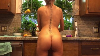 Preview 2 of Riley Reid does the dishes naked