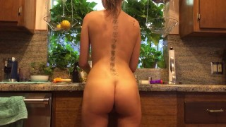 Preview 5 of Riley Reid does the dishes naked