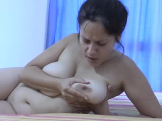 Short sexy toes suck on mommies titties