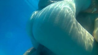 Sexo en la piscina. Sex water. Milf follada en plena piscina a plena luz. swingers swiming pool mother milf compilation amateur cuckold sex in water sexart mom butt beautiful sex