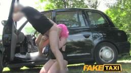 FakeTaxi - Ragazza coi capelli rosa e la figa bagnata viene distrutta