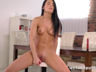 Seductive brunette drilling her glorious pussy