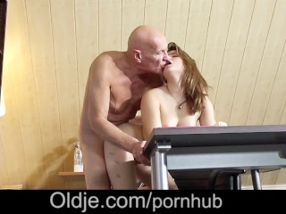 Pillados Teniendo Sexo Fucking, Horny Teen school girl deepthroat Blowjob 69 sex with old teacher Br