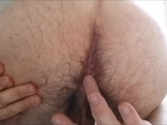 Toothpaste massage on asshole - Massage anal avec dentifrice
