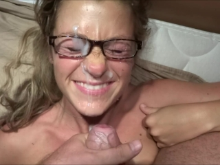 Please, ejaculate on my face !