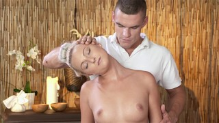 Max stretches out Katy pussy on a massage bed