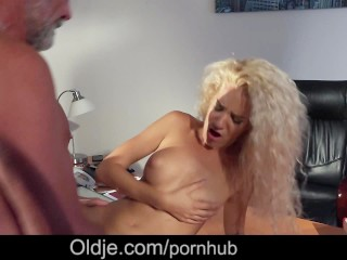 Cute college girl swallowing cumshot after fucking step dad