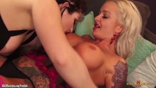 Busty Nikki Phoenix eating MILF pussy of Callie Maze