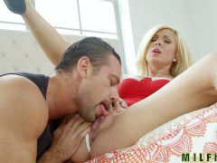 Milf Hunter - Lets play house