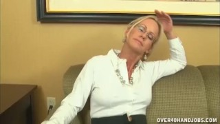 Naughty mature lady loves jerking Point stepsiblingscaught
