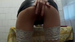 Amateur spreads her ass and get hard spanking