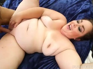 Sexy Big Booty Vanessa London Swims and Fucks Pool Man