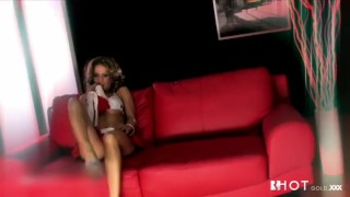 Portuguese couch milf the solo cums on busty striptease high