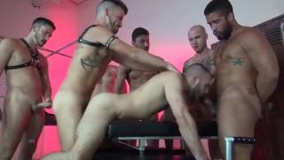 Buis porno - Raw Fuck Club Hardgangbang