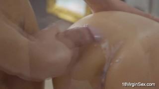Porno video zdarma - 18 Virgin Sex - Close Up 18 Panenského Pohlaví - Setkejte Se S Briannou S Úžasným 19 Let