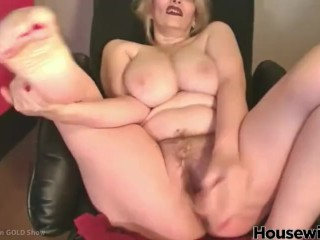 American mature woman Chadford with large tits and hairy cunt
