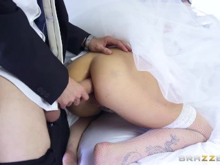 Cheating bride Simony Diamond loves anal - Brazzers
