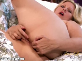 Zoey Tyler wants you to stroke off to her