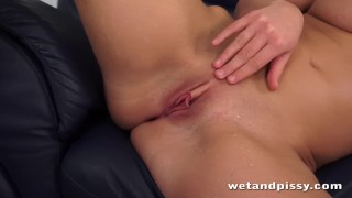 Dirty slut pisses her denim jeans porno