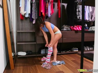 Preview 5 of Teens Loves huge Cocks - Nerdy Leah takes a pounding