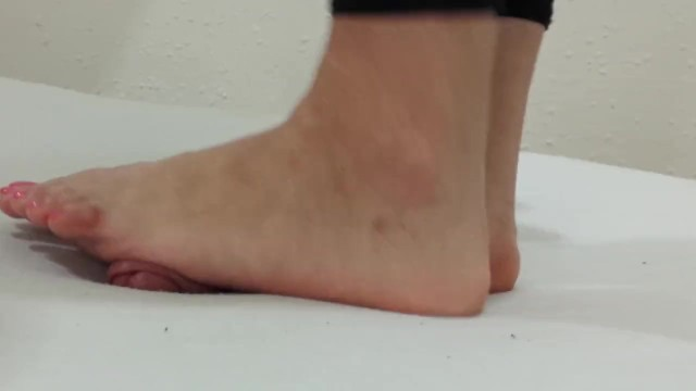 Barefoot footplay, footjob and cockcrush with cumshot