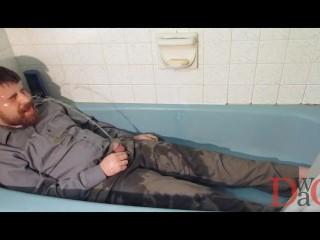 Thedudewhosadude pisses on water-resistant work clothes